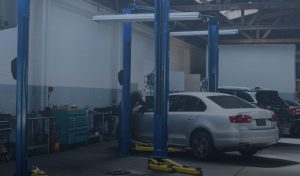 hydraulic ramps in automotive work shop